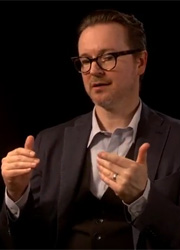 смотреть фильм Режиссер сольного фильма о Бэтмене заключил контракт с Netflix