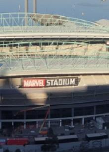 смотреть фильм В Австралии стадион переименовали в честь Marvel