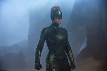 Капитан Марвел сокрушила Чудо-женщину