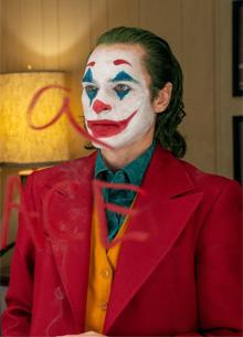 смотреть фильм Кинотеатры в США запрещают костюмы и грим Джокера