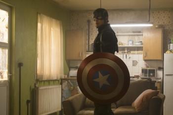 Крис Эванс подарил щит Капитана Америки шестилетнему герою