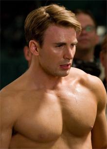 """фото новости Крис Эванс случайно показал """"нового члена Мстителей"""""""
