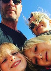 Семья Уоттс и Шрайбера. Фото из Instagram Уоттс