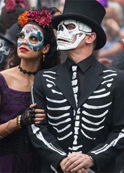 """Власти Мехико решили отметить показанный в """"Спектре"""" День мертвых"""