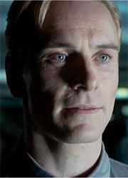 """Майкл Фассбендер рассказал об отличиях двух андроидов в """"Чужом: Завете"""""""