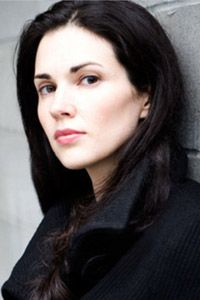 ����� ������� / Laura Mennell