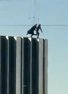 """На съемках """"Матрицы 4"""" каскадеры прыгнули с небоскреба"""